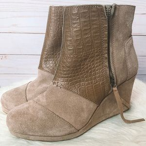 NEVER WORN Tan Suede Toms Wedge Boots 8